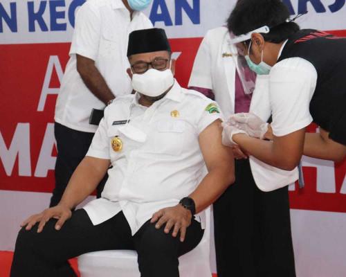 Setelah Divaksin, Gubernur Murad Ismail Yakinkan Vaksin Sinovac Halal dan Aman