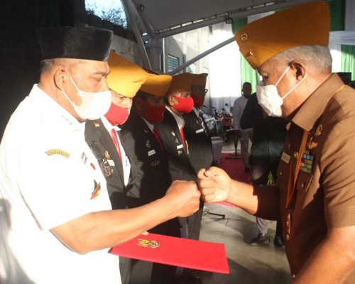 Gubernur Murad Terima Tanda Kehormatan Legiun Veteran RI